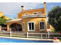 Eine wundersch�ne Familien Villa privatem Pool wartet Sie - Haus kaufen - Bild 1